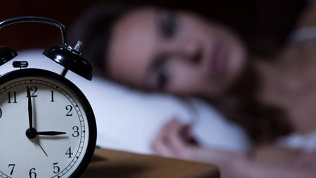 Sleeping in on weekends may backfire for sleep-deprived